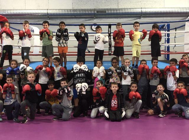 Les entraîneurs et jeunes boxeuses et boxeurs les Boxeurs Burgiens, club de boxe anglaise à Bourg-en-Bresse dans l'Ain (01)