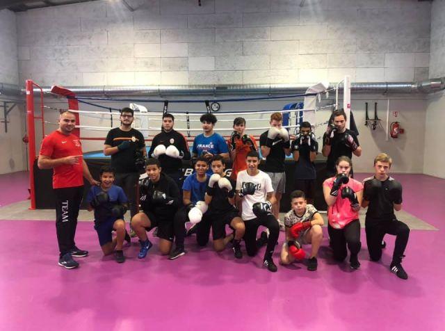 Les jeunes boxeuses et boxeurs du club de boxe des Boxeurs Burgiens