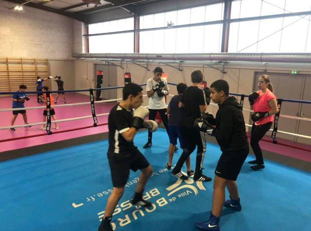 Séance d'entraînement au club de boxe des Boxeurs Burgiens